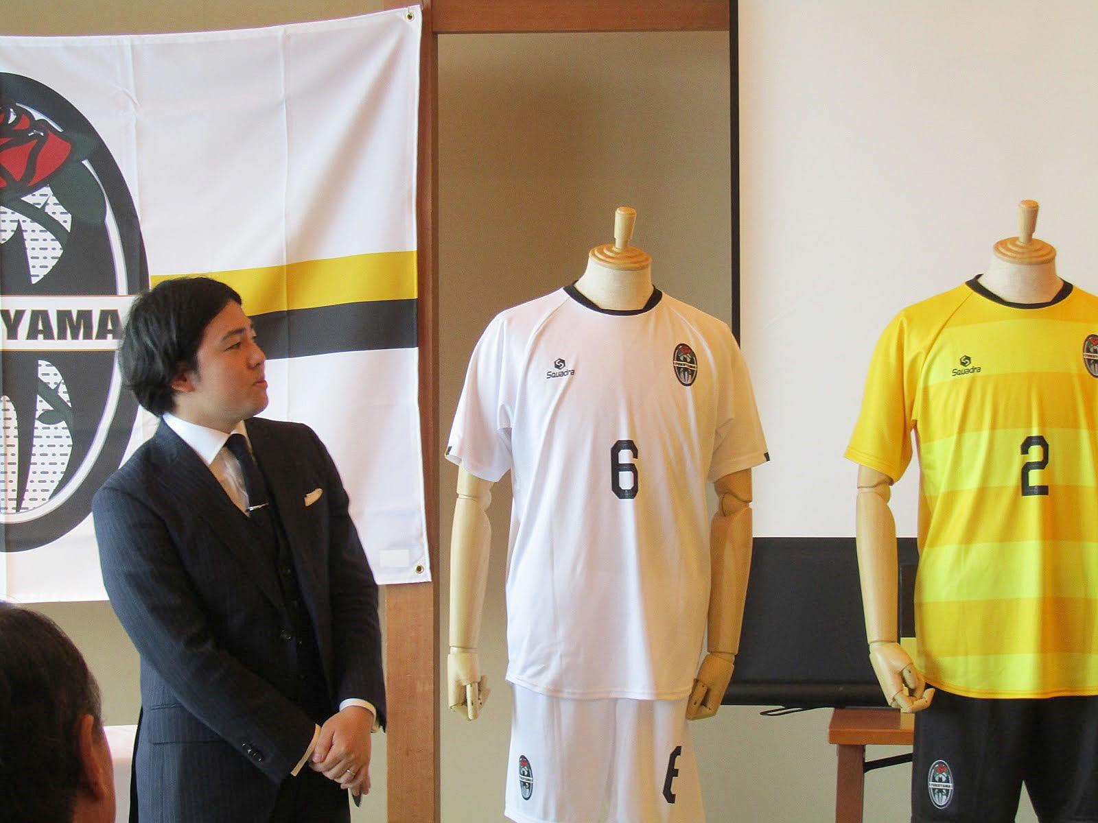 福島シティクラブの新ユニフォームデザインのコンセプトを説明するYourmoon田中隆史代表取締役